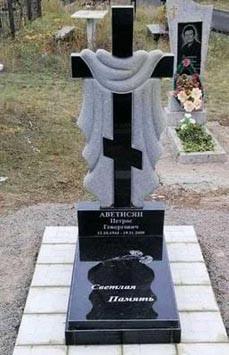 Памятник в виде креста из гранита К-14