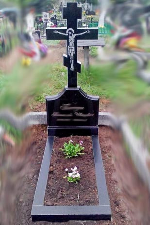 Памятник в виде креста из гранита К-15