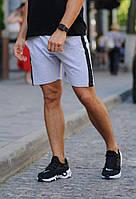 Светло-серые шорты с черным лампасом