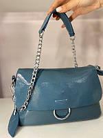 Маленькая сумочка клатч голубого цвета с золотой цепочкой, фото 1