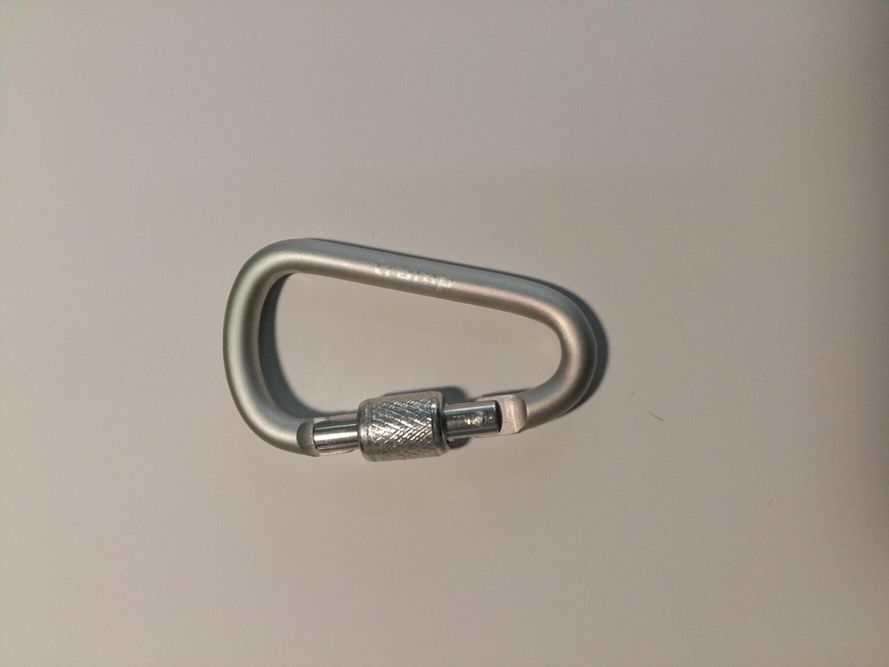 Карабин Tramp алюминиевый, размер 6 см, с муфтой, белый арт.TRA-007