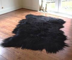 Ковер из 3-х овечьих шкур черного цвета (овчины)