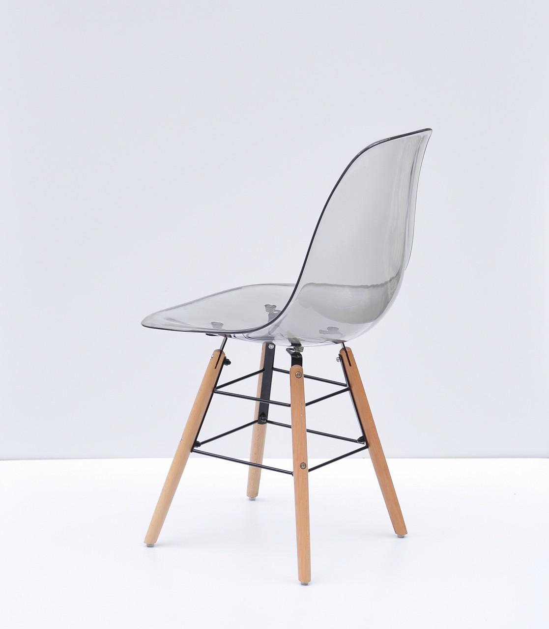 Дымчатый стул пластиковый на буковых ножках с черным металлом Nik Q
