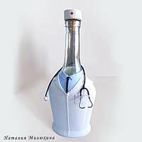 """Подарунок чоловікові лікаря на 23 лютого Декор пляшки """"Медику"""""""