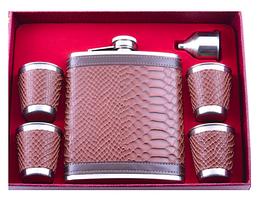 Подарочный набор с Флягой на 530 мл, лейкой и 4 стаканчиками