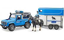 Игрушка Bruder Внедорожник Land Rover с прицепом - коневозкой и фигуркой полицейского с конем 1:16 (02588)