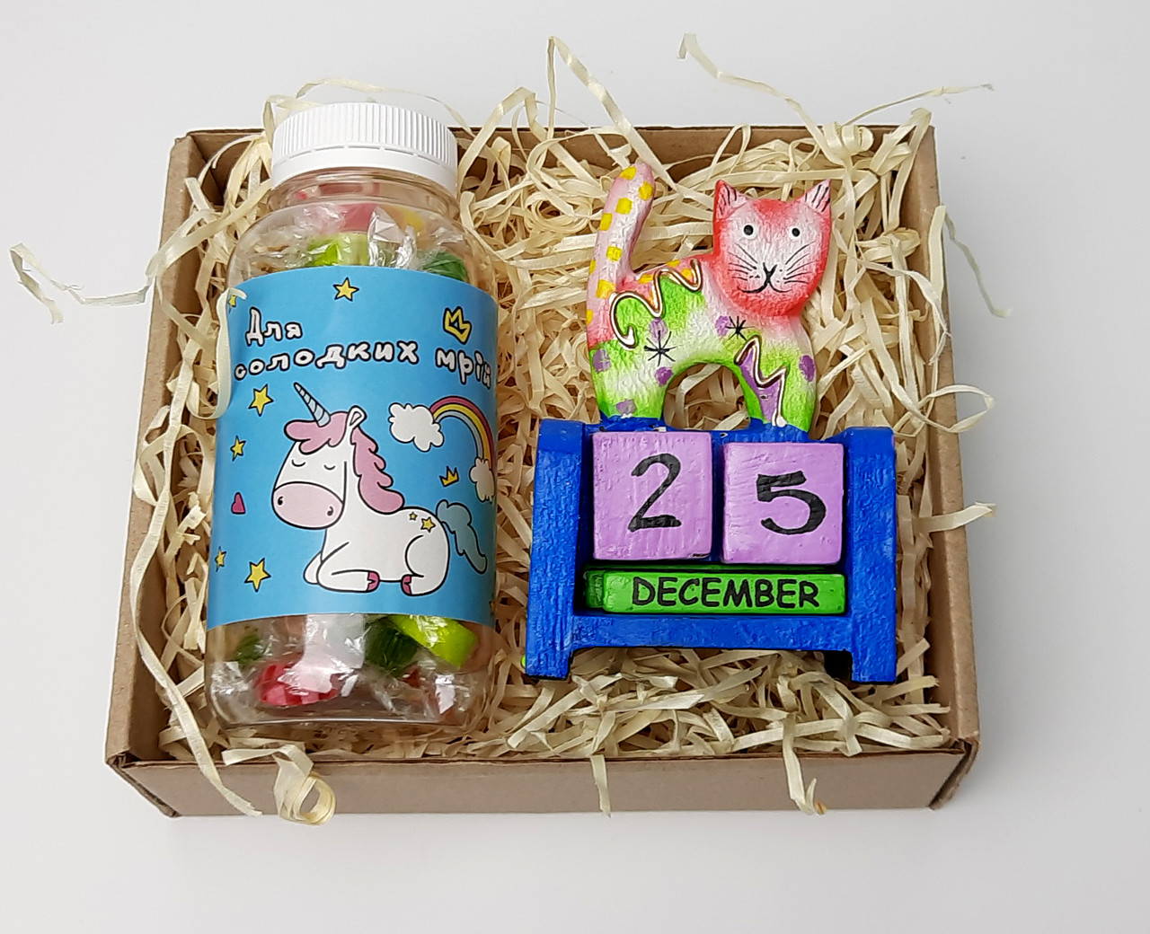 """Подарочный набор """"Единорог и кот"""": вечный календарь """"Кот"""" и конфетки в баночке """"Для исполнения желаний"""""""