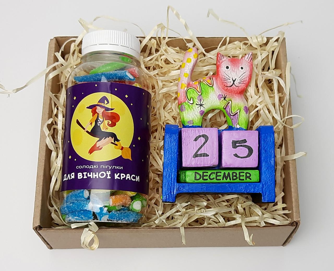 """Подарочный набор """"Останови время и молодость"""": вечный календарь """"Кот"""", конфетки в баночке """"Для вечной красоты"""""""