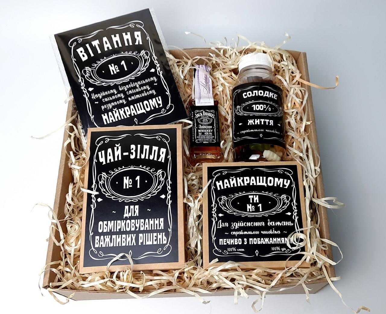"""Набор для мужчины """"Jack Daniel's"""" № 5 (Джек Дениелс): мини-виски, конфеты, печенье, чай, открытка"""