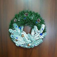 Новогодний венок с украшениями 35см. Заснеженный. Рождественский венок.