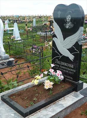 Гранітний пам'ятник на могилу одинарний з голубом (120-60-8) Про-40