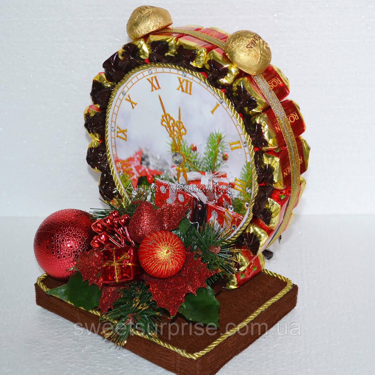 """Новогодняя композиция """"Часы из конфет"""""""