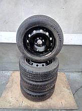Шины  на дисках  185 \ 60 \ 15   Dunlop 2012 р. , Semperit 2015 р. ( 5мм. ) Renault , Seat , Skoda