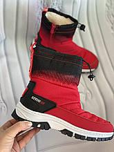 Яркие красные дутики с мехом внутри, короткие сапоги двухцветные
