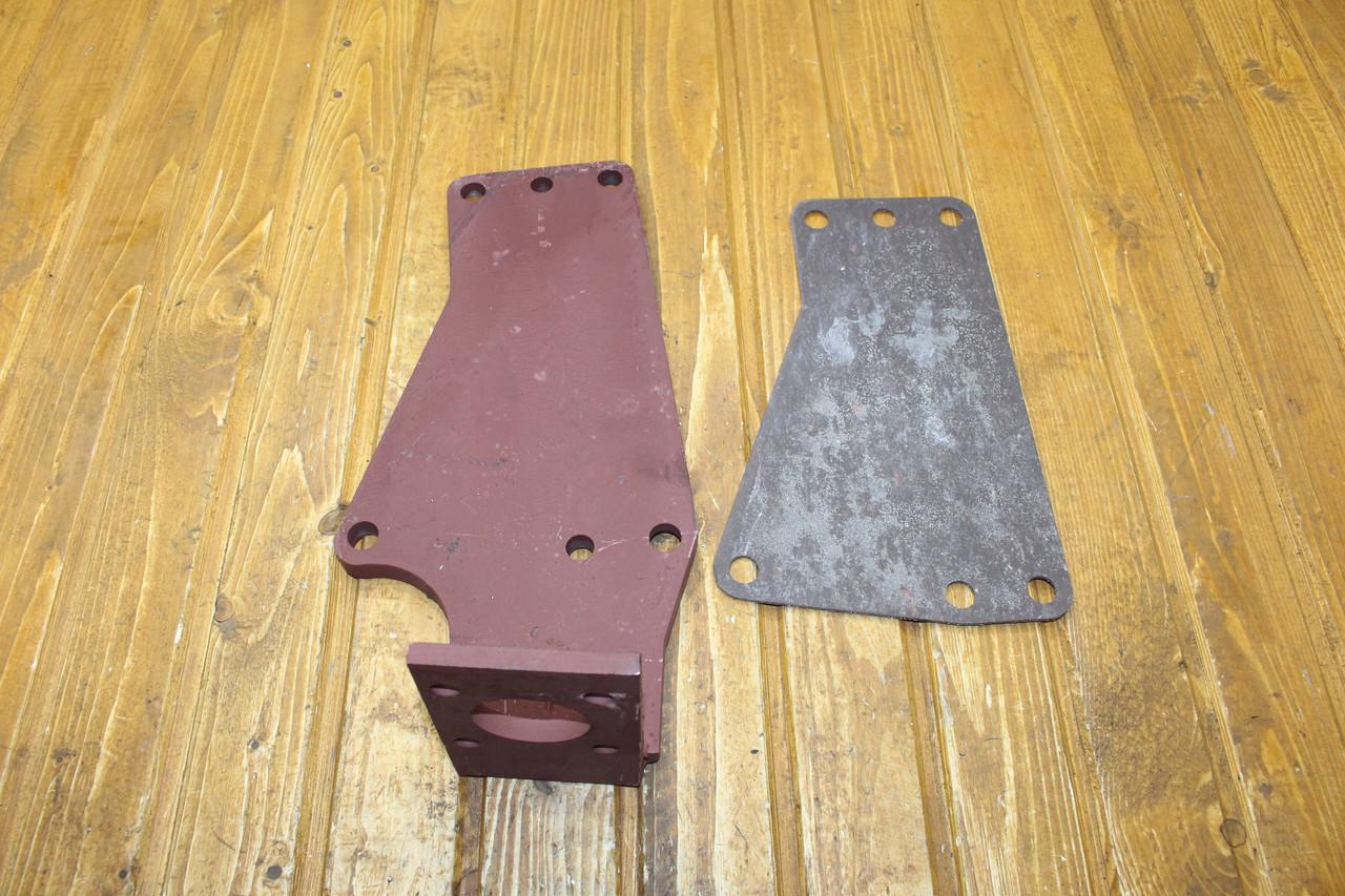 Кронштейн кріплення насоса-дозатора ЮМЗ 45-3400030 В-03 (14 мм)