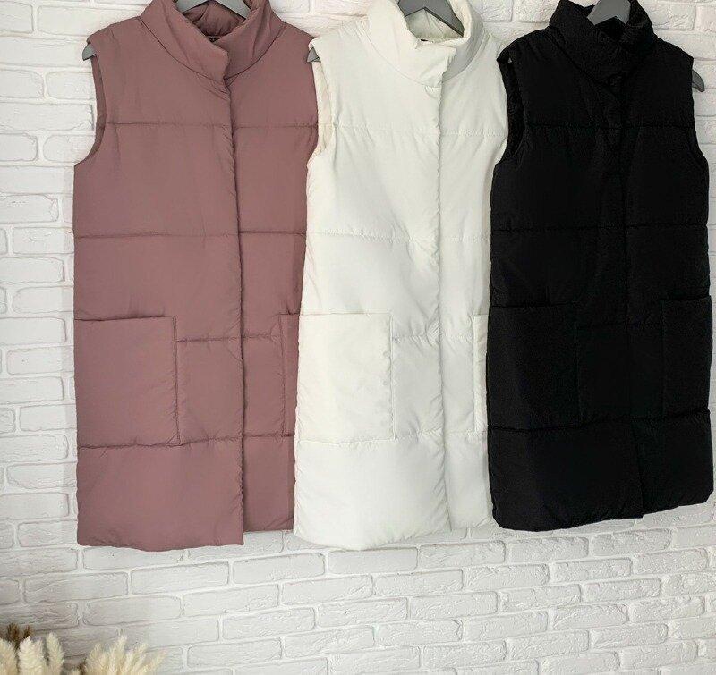 Трендовая женская демисезонная жилетка длинная с карманами на кнопках воротник стойка 3 цвета с м л
