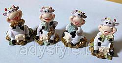 Статуэка с быком (коровой) и деньгами