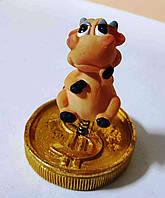 Статуэка с быком (коровой)  символ Нового года