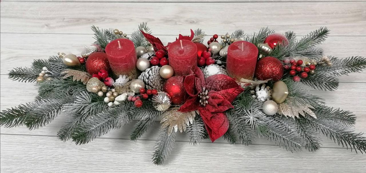 Новогодний подсвечник  в деревянном кашпо с красными свечами