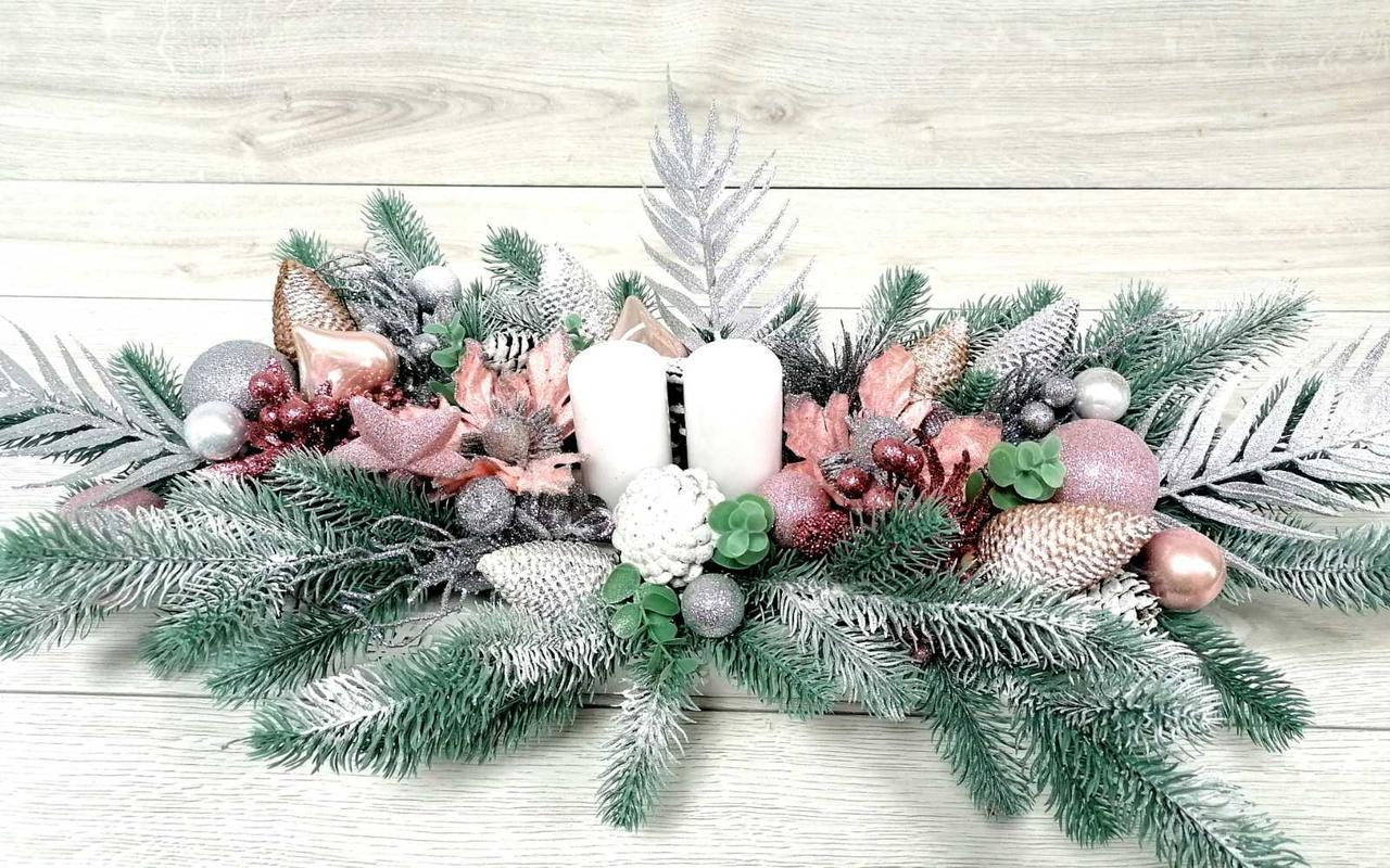 Новогодний подсвечник  в деревянном кашпо с белыми  свечами