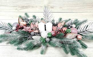 Новорічний підсвічник в дерев'яному кашпо с білими свічками