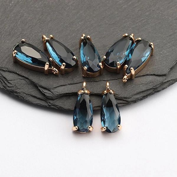 Коннектор для украшений, капля маленькая синяя 1,8см*0,6см, контур - метал. цвет камня синий