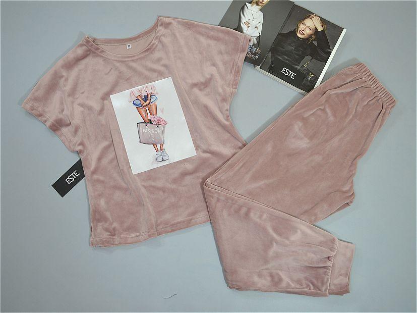 Пижама женская теплая футболка и штаны с аппликацией.