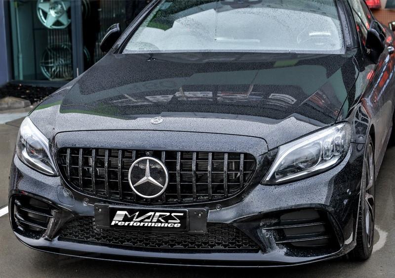 Решетка радиатора Mercedes W205 (18+) стиль AMG GT рестайл (с камерой 360°)