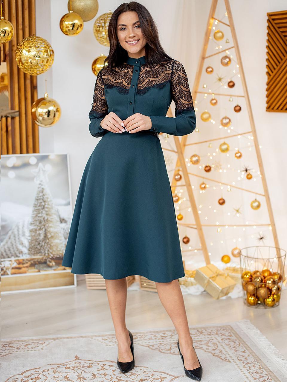 Великолепное изумрудное платье миди с вставками гипюра S