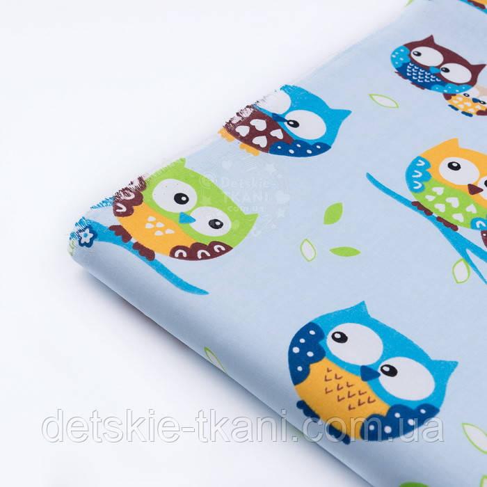 Лоскут ткани №132 с изображением цветных сов на голубом фоне, размер 23*160 см