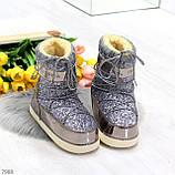 Модные графитовые серебристые глянцевые угги дутики мунбуты сноубутсы валенки с декором, фото 5