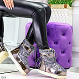 Модные графитовые серебристые глянцевые угги дутики мунбуты сноубутсы валенки с декором, фото 6