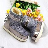 Модные графитовые серебристые глянцевые угги дутики мунбуты сноубутсы валенки с декором, фото 7