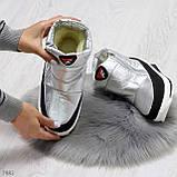 Высокие серебристые текстильные зимние женские кроссовки дутики на молнии, фото 2