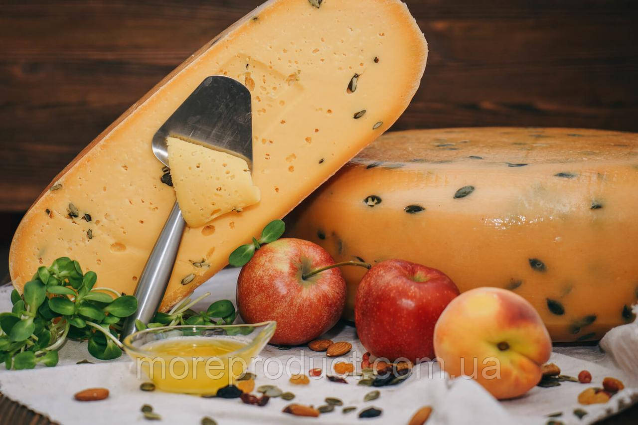 Сыр Гауда ORANGE с тыквенными семечками