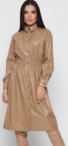 Платье из экокожи бежевое