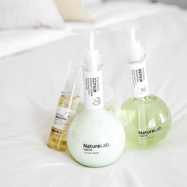 NatureLab TOKYO Perfect Repair Shampoo