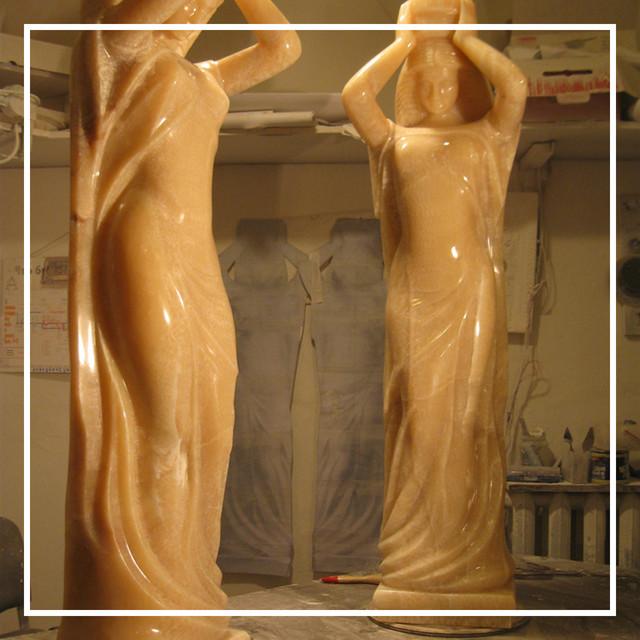 Скульптура кариатиды из оникса