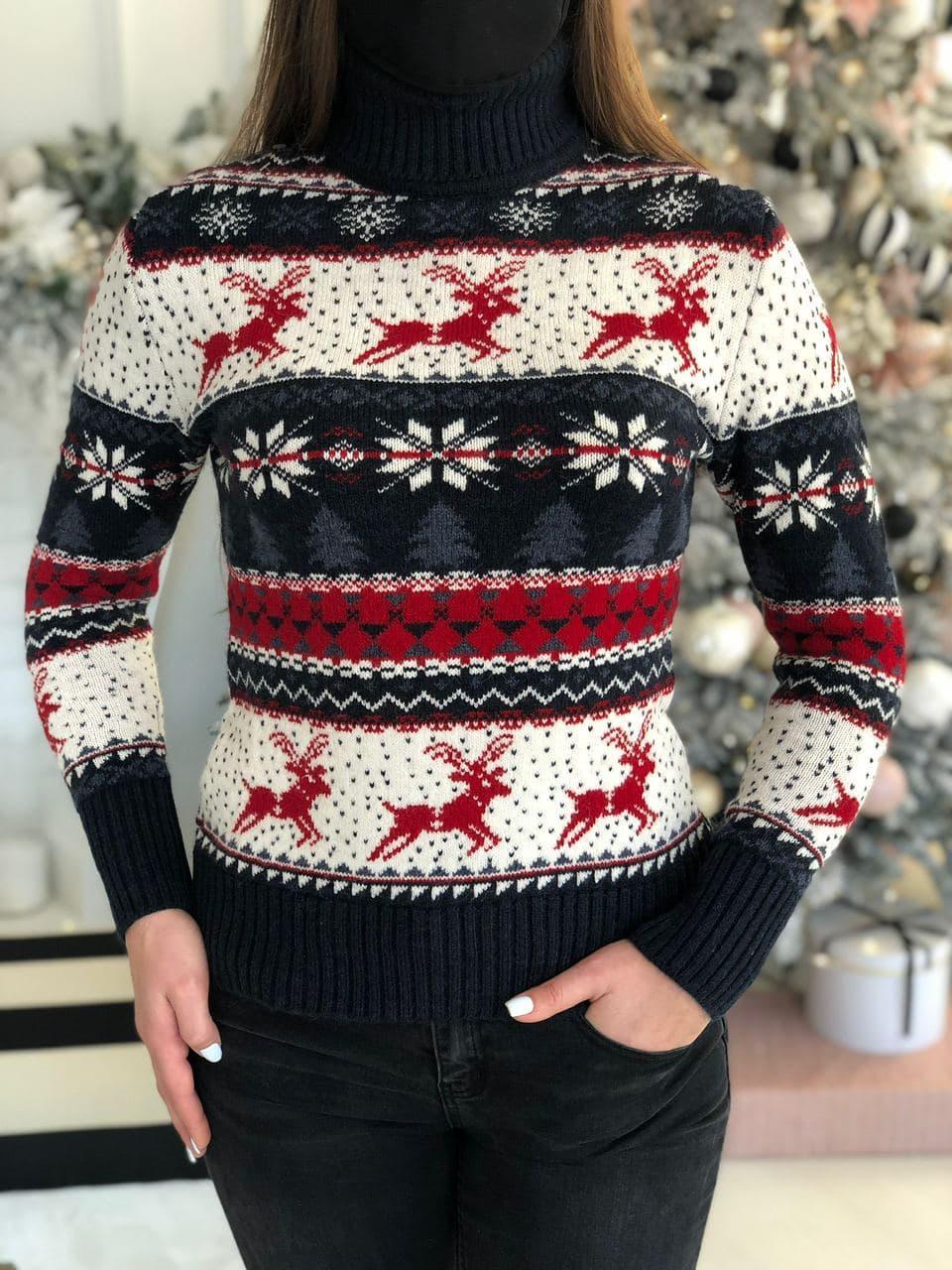 Женский свитер новогодний с оленями и снежинками