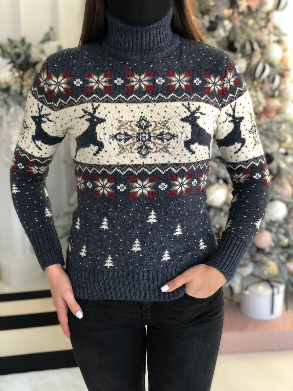 Жіночий светр новорічний з оленями та сніжинками
