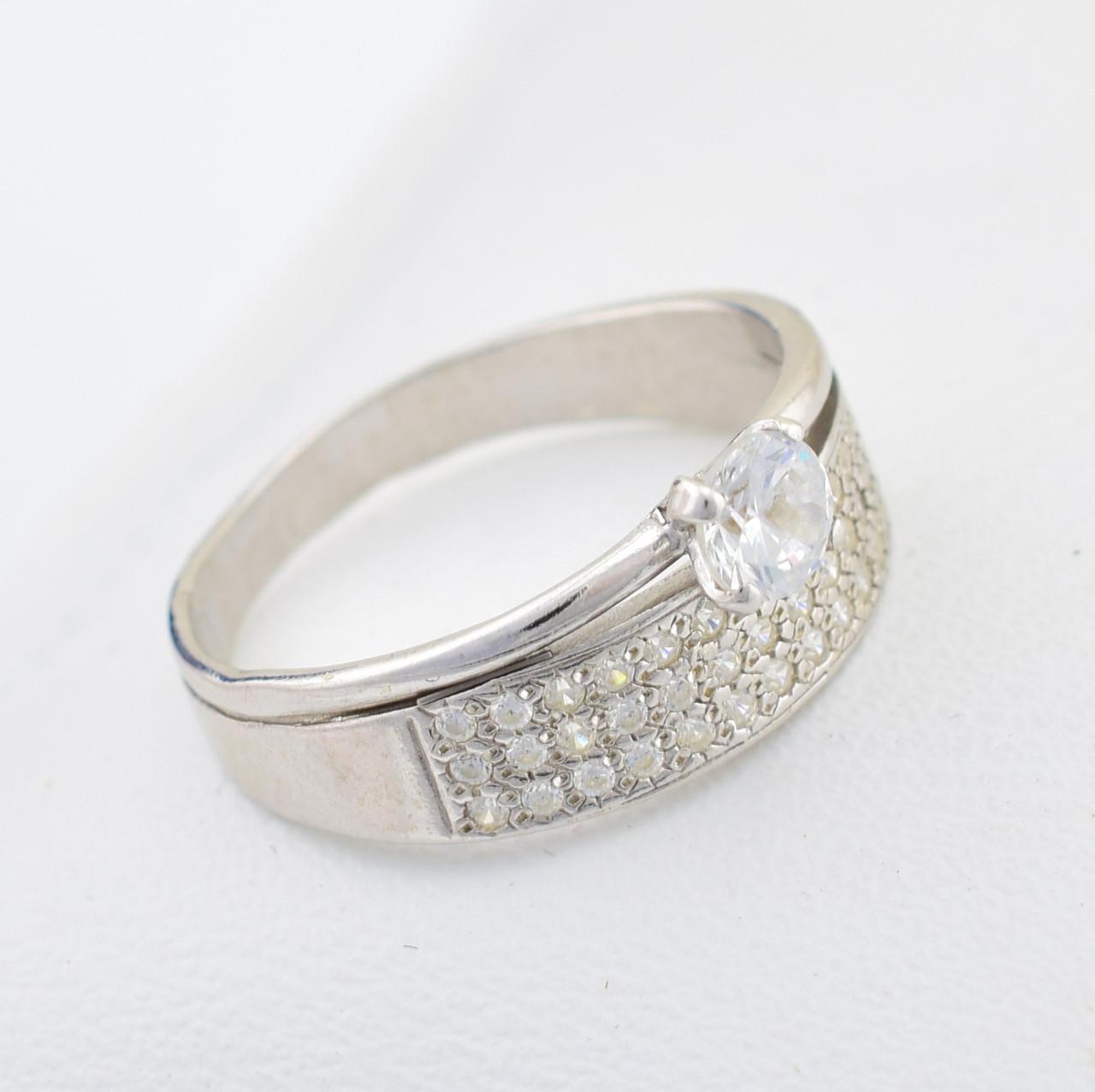 Серебряное кольцо Пассаж вставка белые фианиты вес 3.18 г размер 19