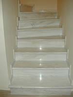 Мраморная плитка серо белая для ступеней