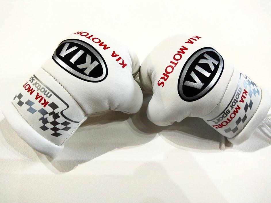 """Підвіска боксерські рукавички """"Kia"""" автомобільний подарунок чоловікові"""
