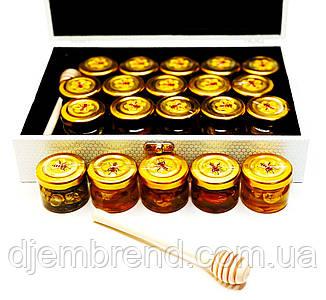 Подарунковий набір меду з горіхами в дерев'яній білої скриньки, 20 баночок по 40 р.