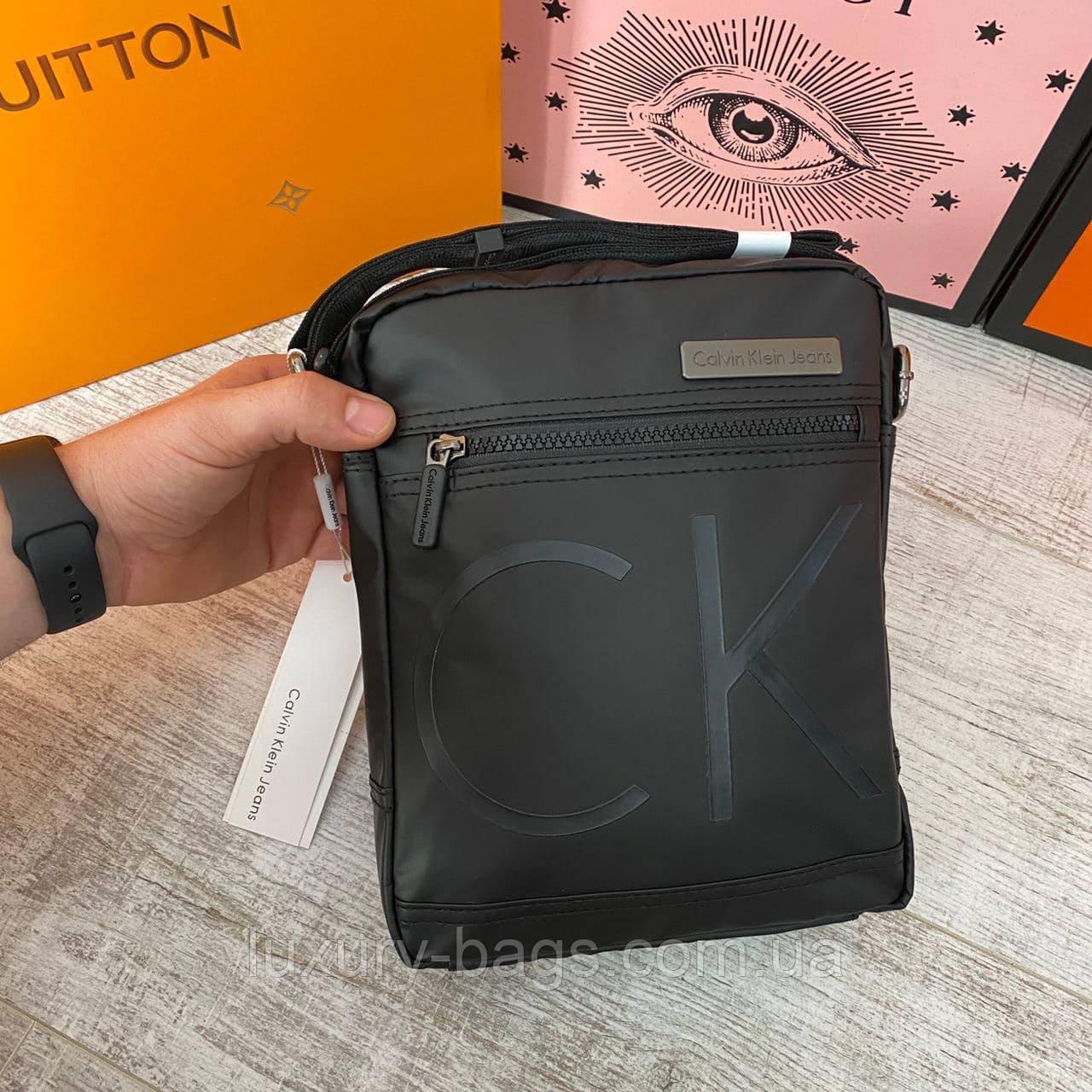 Містка чоловіча сумка Calvin Klein
