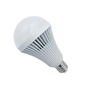 Светодиодная лампа с аккумулятором 9 Вт