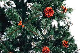 Ель Рождественская с шишками и калиной