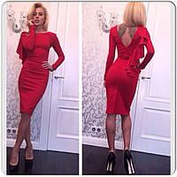 Красное женское платье с воланом на рукаве