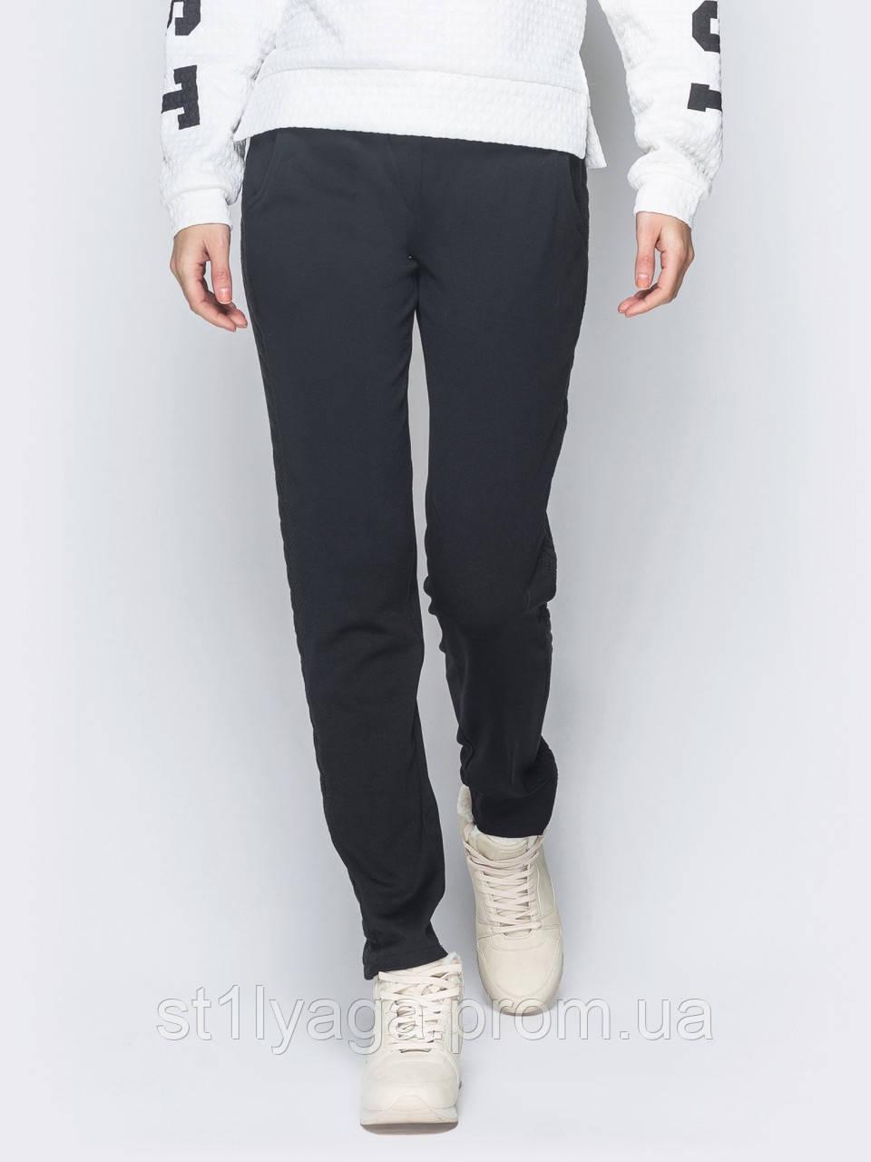 Черные брюки на меху с лампасами и узором  коса