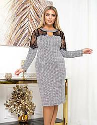 Женское деловое серое платье с принтом гусиная лапка батал